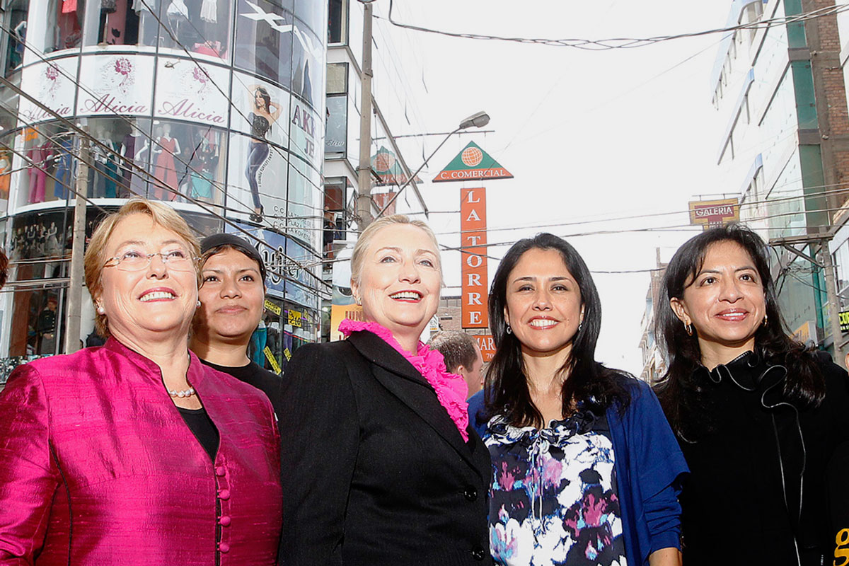 Hillary Clinton, Michelle Bachelet y Nadine Heredia en Gamarra