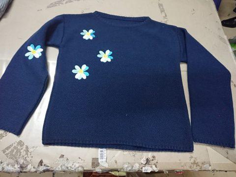 Chompa tejido pique con bordado flores